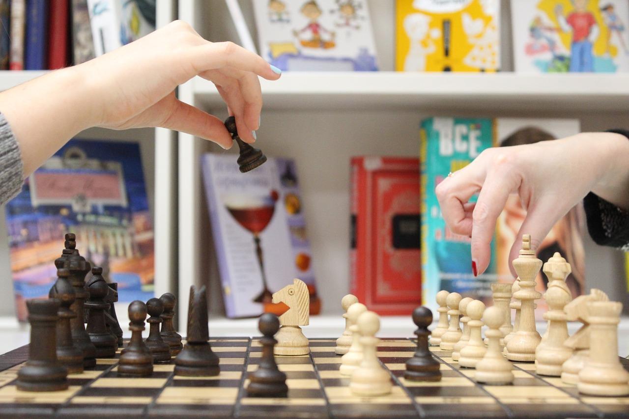 Gra w szachy z dzieckiem