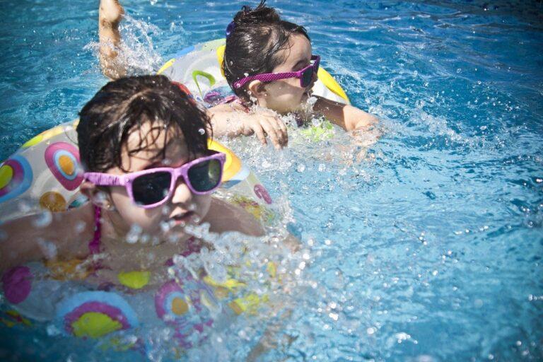 Dlaczego warto warto zapisać dziecko na basen?