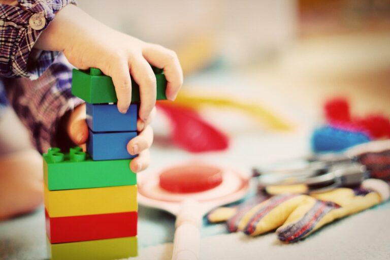 Jak elementy planu daltońskiego wpływają na rozwój i samodzielność dziecka?