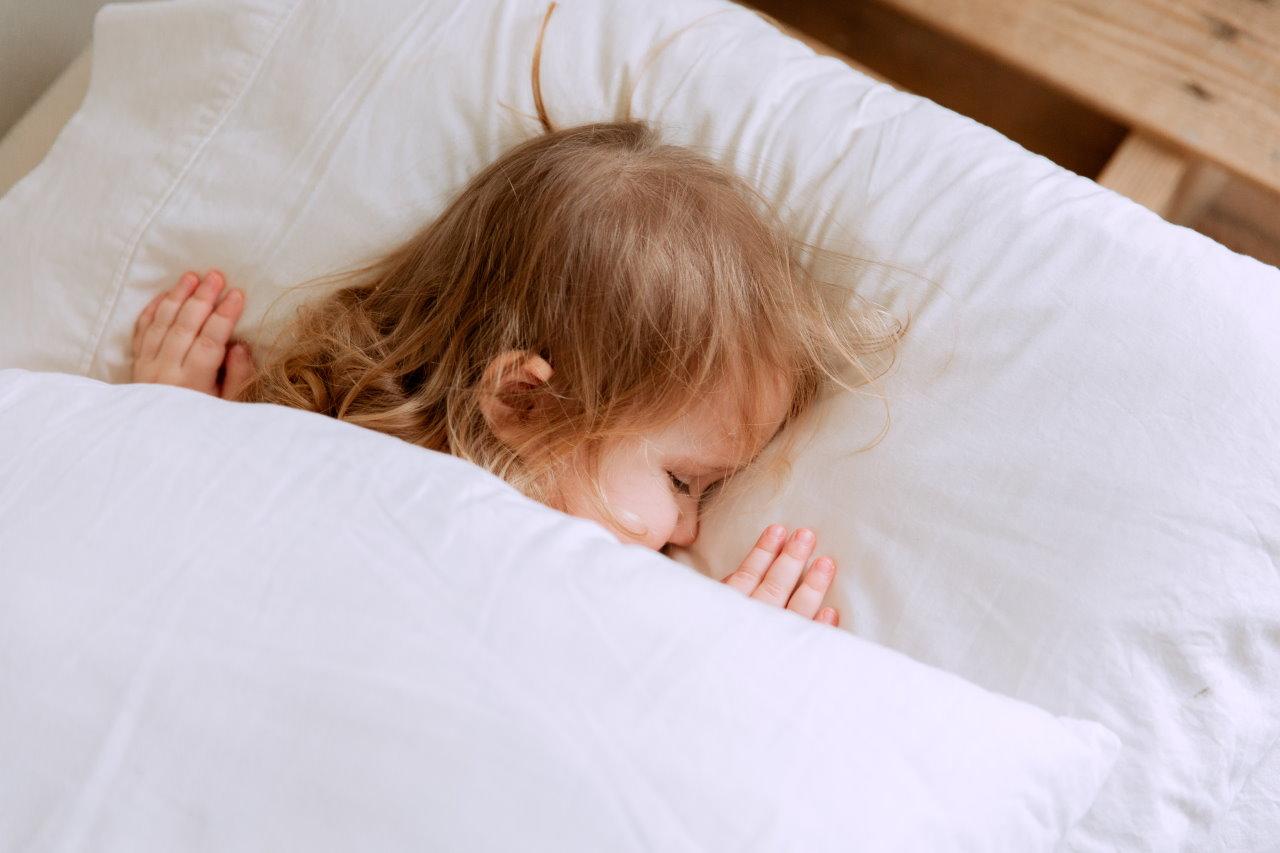 Dlaczego warto włączać dziecku bajki do słuchania na dobranoc?