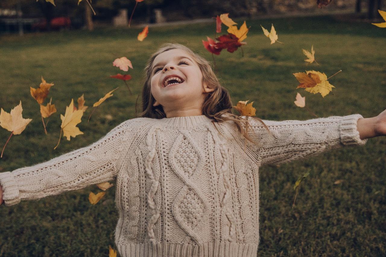 Co jest ważne przy wyborze swetra dla dziewczynki?